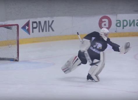 Хоккейный вратарь станцевал нальду под вальс Штрауса