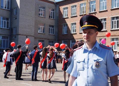 Порядок напоследних звонках вЧелябинске обеспечат две сотни полицейских
