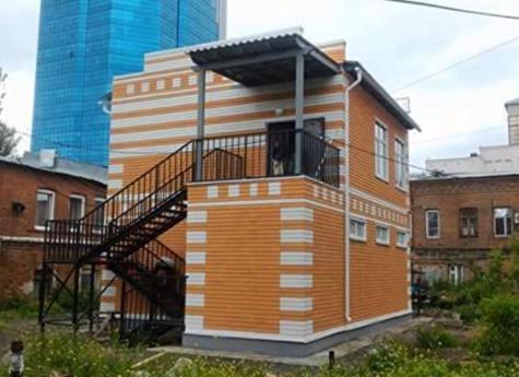 НаКировке установили двухэтажный туалет