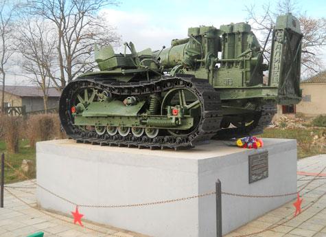 Интересный факт: ЧТЗовский трактор вырабатывал электричество для ...