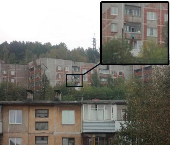 Трехлетнюю девочку, повисшую накозырьке балкона 4 этажа, спасли вЧелябинской области