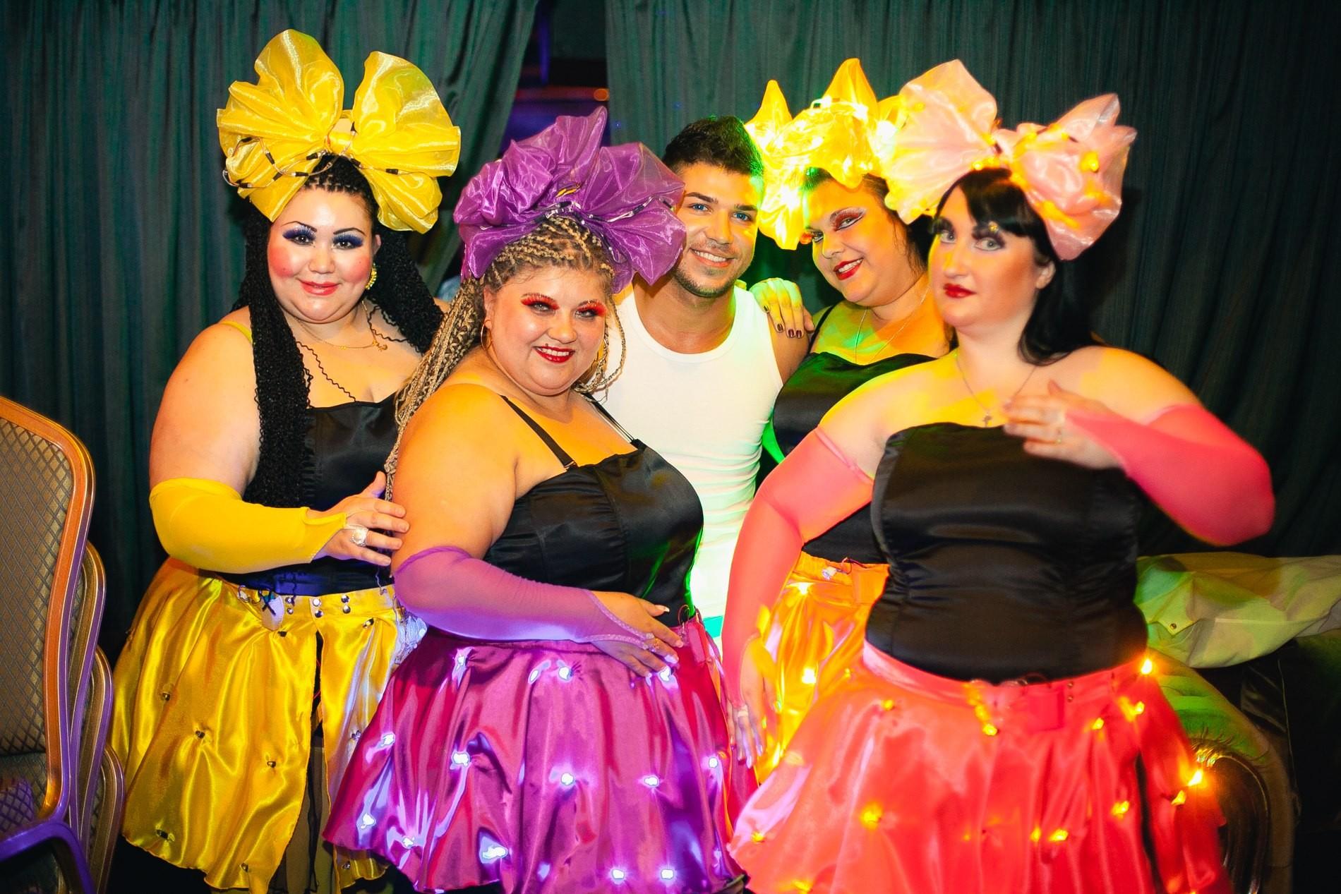 Танцующие толстушки фото #14