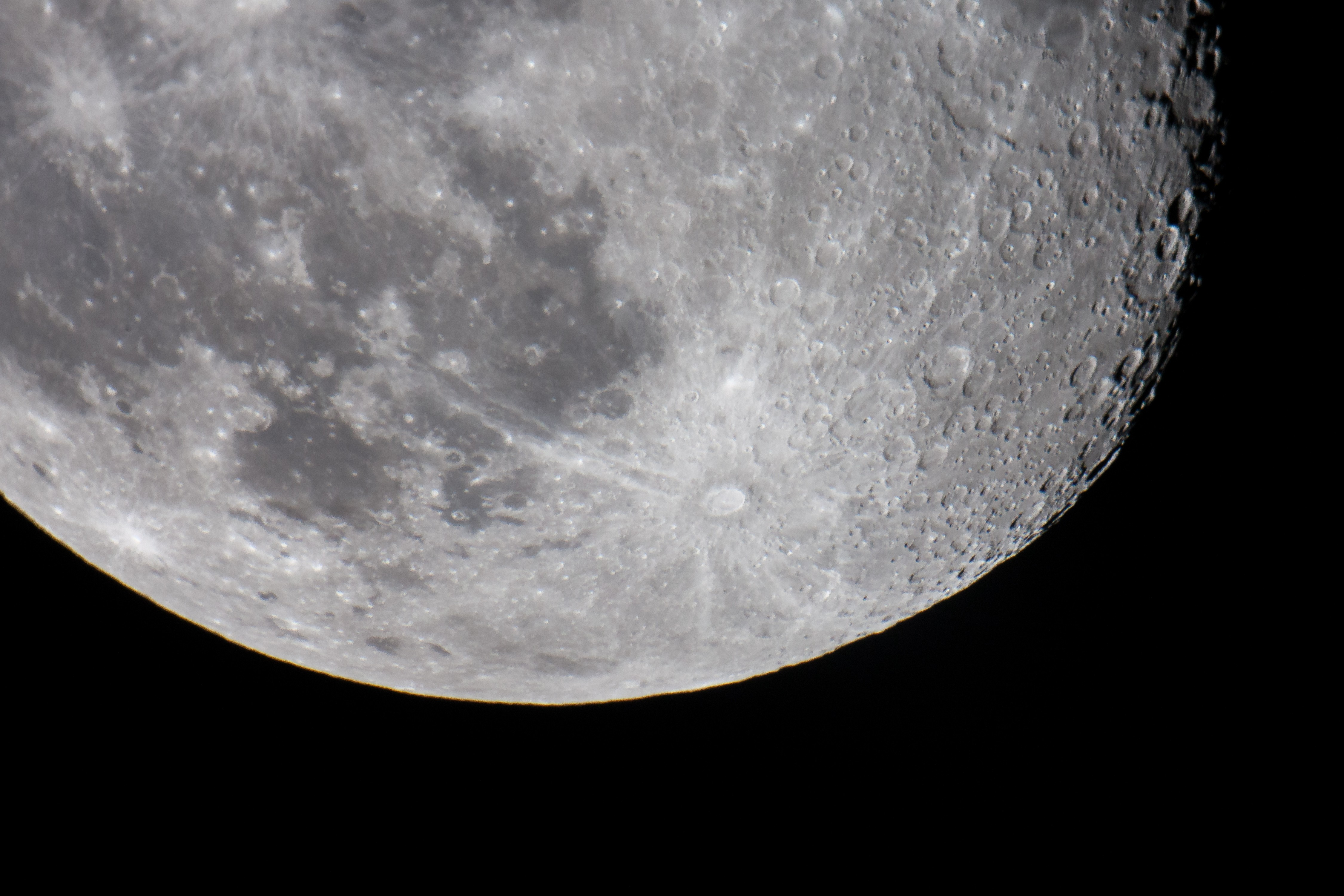 Южноуральцы засняли наибольшую луну запоследние 70 лет